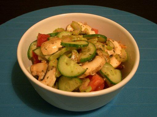 Салат с сельдереем и шампиньонами