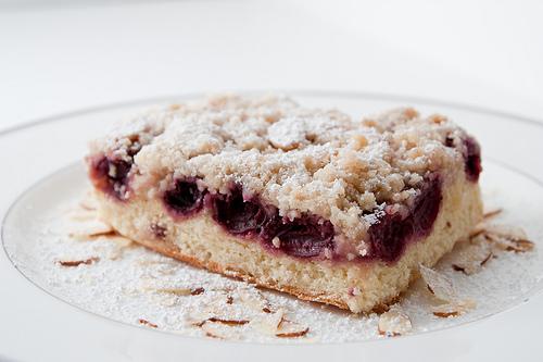 Вишнёвый пирог с миндалём