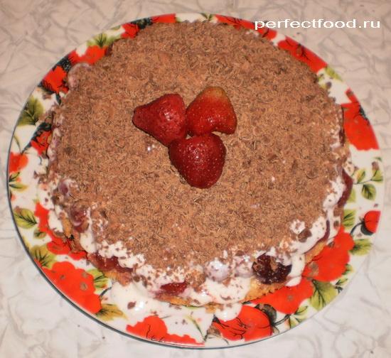 Вкусный клубничный торт со сливками