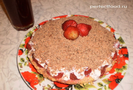 Торт с клубникой бисквитный