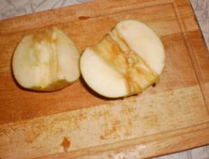 Очистить яблоки
