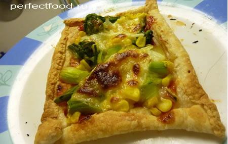 Быстрая пицца из слоёного теста в домашних условиях