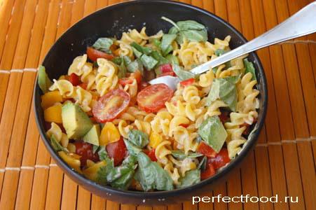 Салат с макаронами - очень вкусный!