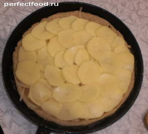 Слои картофеля в пироге