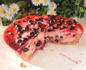Быстрый пирог с ягодами и творогом