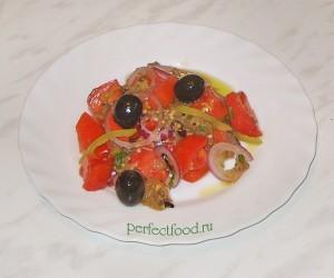 Салат из печёных баклажанов с помидорами