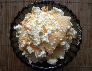 Десерт из дыни с творогом и морковью
