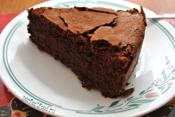 Шоколадный пирог с апельсиновым ликером