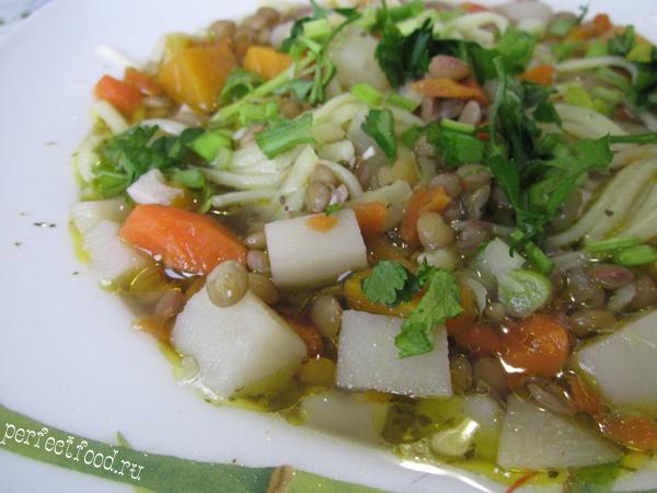 Постный суп из зелёной чечевицы с лапшой