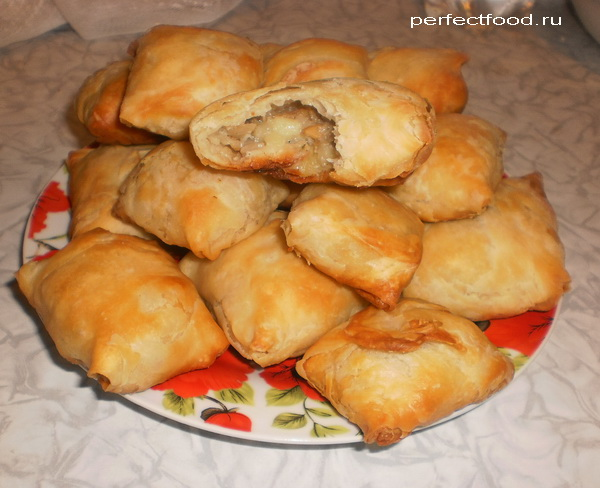 Пирожки из слоёного теста с грибами и картошкой — фото-рецепт