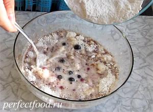 Маффины с ягодами без яиц и молока - рецепт с фото 5