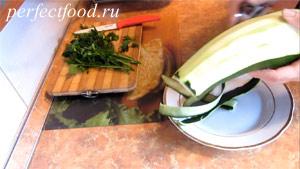 Пошаговое фото к рецепту оладий из кабачков 1.
