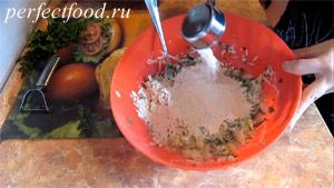 Пошаговое фото к рецепту оладий из кабачков 5.