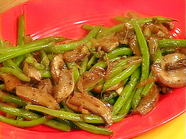 Соте из зелёной стручковой фасоли и грибов