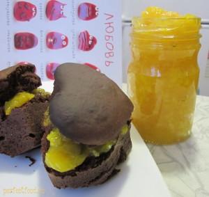 Апельсиновый джем и шоколадные кексы без яиц и молока