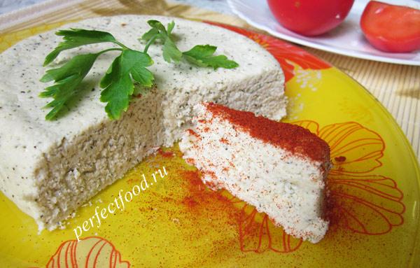Сыроедный миндальный сыр с паприкой