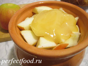 Яблоки с мёдом в горшочке