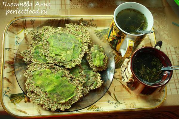 Сыроедные зелёные хлебцы с авокадо