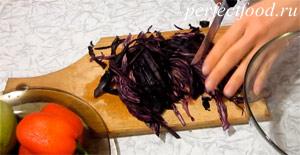 Салат из краснокочанной капусты - рецепт с фото 1
