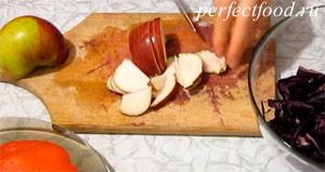Салат из краснокочанной капусты - рецепт с фото 2