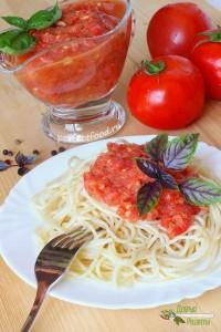 Соус из свежих помидоров с базиликом для спагетти