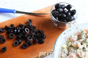 novogodnij-salat-podkova-09