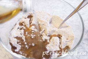Масло растительное и мучная смесь для галет со сливами