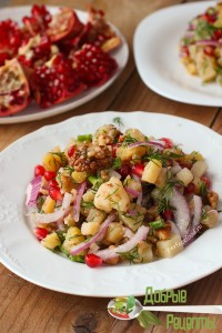 Салат с гранатом и орехами - рецепт с фото