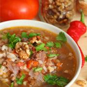 Вегетарианский суп харчо с рисом и орехами