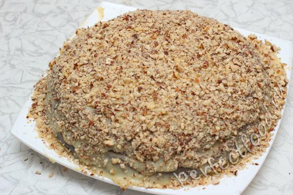 shokoladny-tort-s-orehami-bez-yaic-foto-11