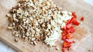 Орехи, чеснок и перец для супа харчо