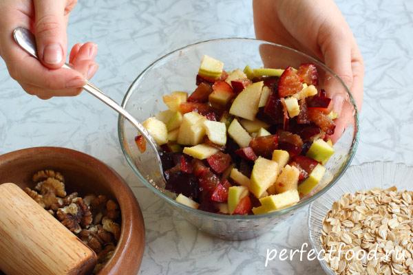 Как приготовить фруктовый крамбл с овсяными хлопьями 3