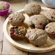 Веганские кексы с ягодами на цельнозерновой муке. Рецепт с фото и видео