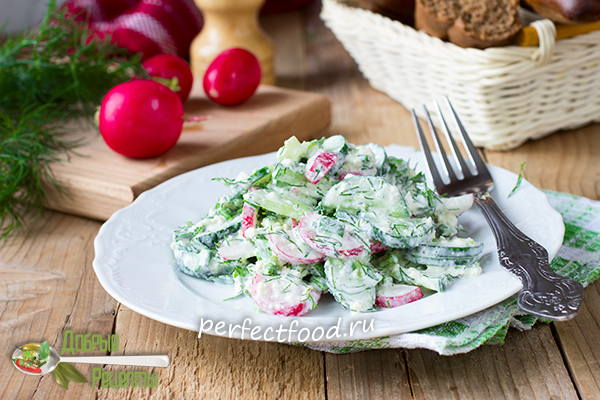 Летний салат с редиской и огурцом - рецепт с фото