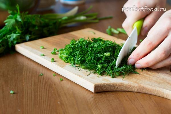 salat-iz-ogorcov-rediski-smetany-recept-foto-3