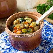 Овощное рагу с баклажанами и кабачками в духовке в горшочках