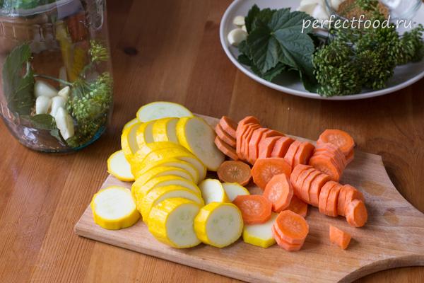 Нарезанные овощи для маринования