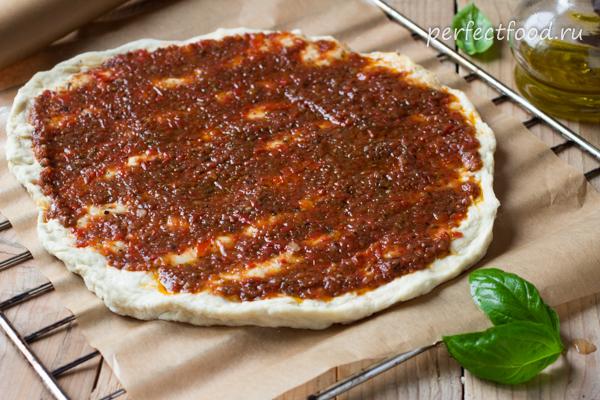 Основа для пиццы с томатным соусом
