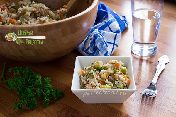 Тёплый рисовый салат с огурцами
