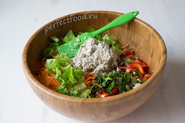 salat-iz-ovoshcej-s-semechkami-recept-foto-2