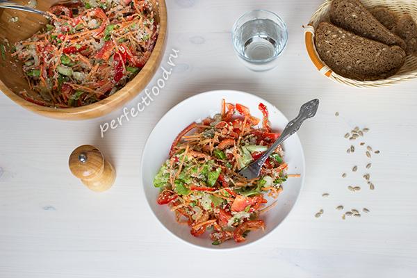 salat-iz-ovoshcej-s-semechkami