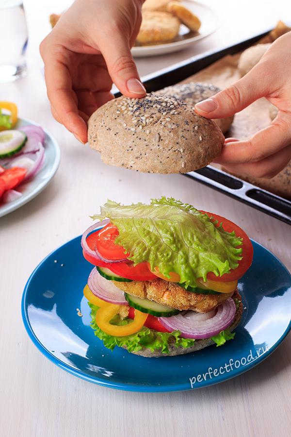 Как приготовить здоровый бургер с нутовыми котлетами и булочками на цельнозерновой муке