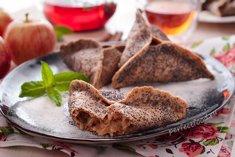 Треугольные пирожки с яблоками и маком на цельнозерновой муке