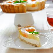 Творожный пирог с персиками и ананасами